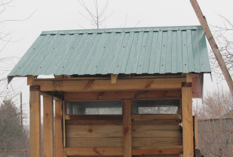 Крыша дачного туалета своими руками 48